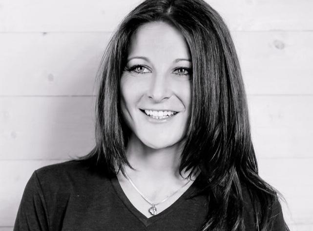 Nina-Nike Höllinger, Kommunikations-Expertin