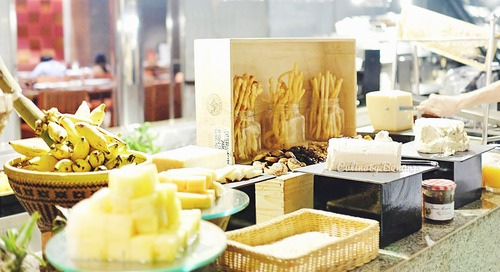 Bringing Buffet to Your Table: Scusa Sunday Brunch