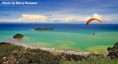 Keindahan Pantai Air Manis & Legenda Batu Malin Kundang.