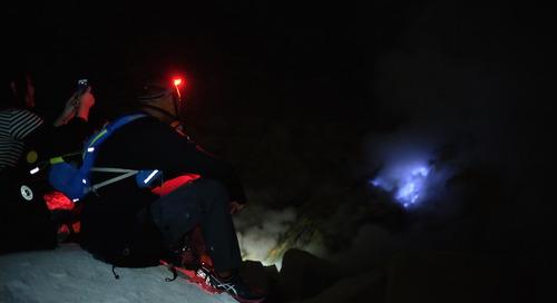 Kisah Perburuan Api Biru di Kawah Ijen