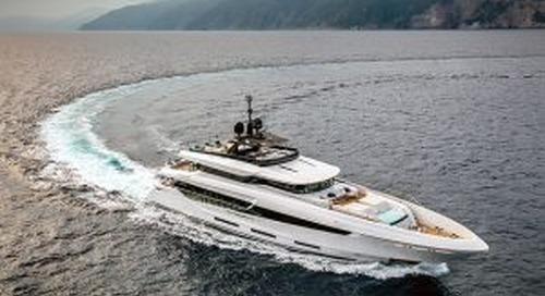 Mangusta Oceano 42 on the water