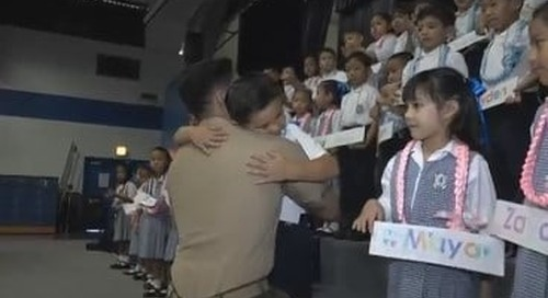 Marine surprises his son at kindergarten ceremony