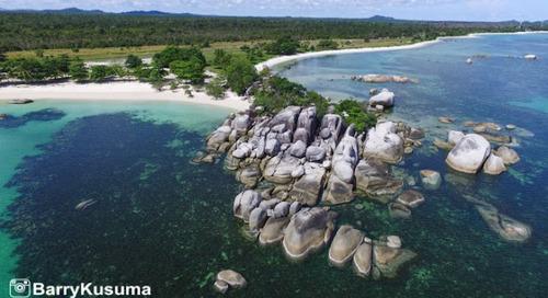 Tanjung Tinggi Pantai Terindah di Pulau Belitung.
