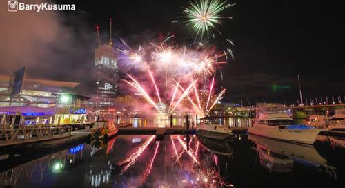 Menikmati Pesta Kembang Api di Darling Harbour.