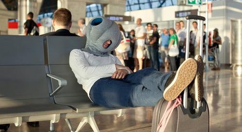 Alat Ini Membantu Anda Tidur Nyenyak Saat Traveling Sekaligus Membuat Malu. Berani Coba?