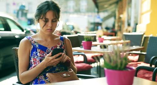 Cara Menyingkirkan Tech Neck, Obsesi Pada Smartphone yang Menyebabkan Leher Keriput