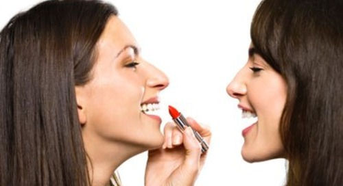 Hal yang Bisa Terjadi Pada Anda Bila Berbagi Makeup