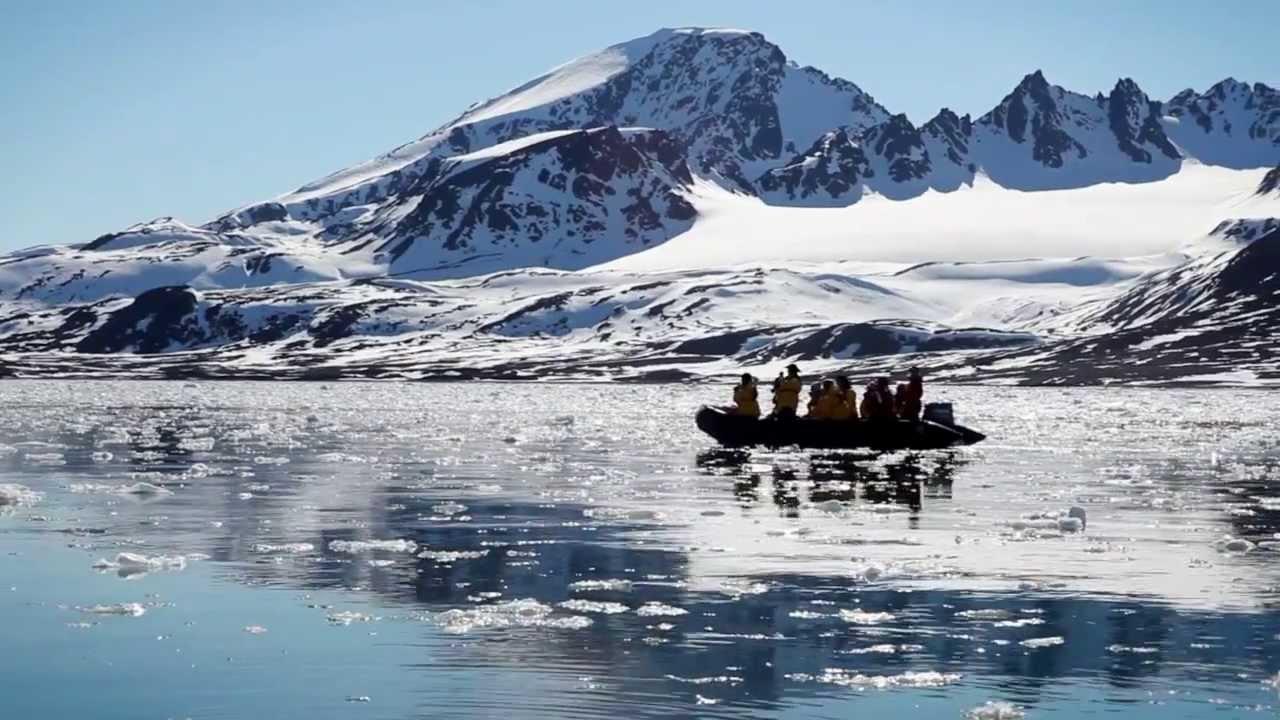 Zodiac cruising in Spitsbergen