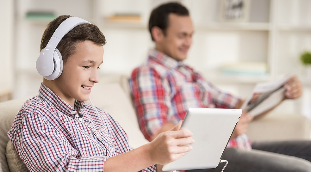 teen-ipad-manage-business-mobile