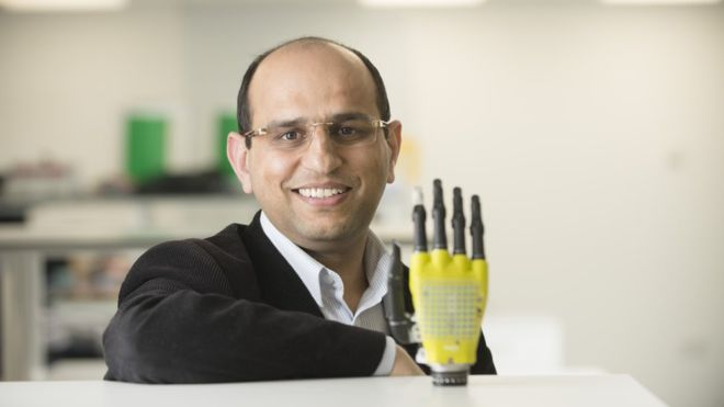 New prosthetic skin allows user to 'feel' without previously required battery