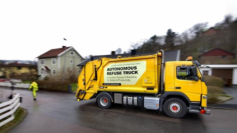 Autonomous garbage truck