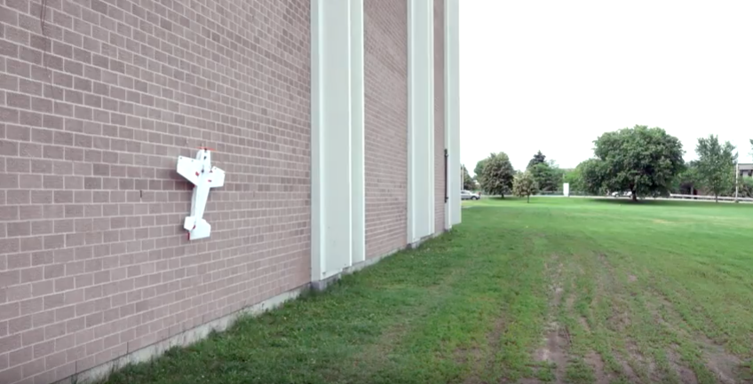 Drone that lands on walls
