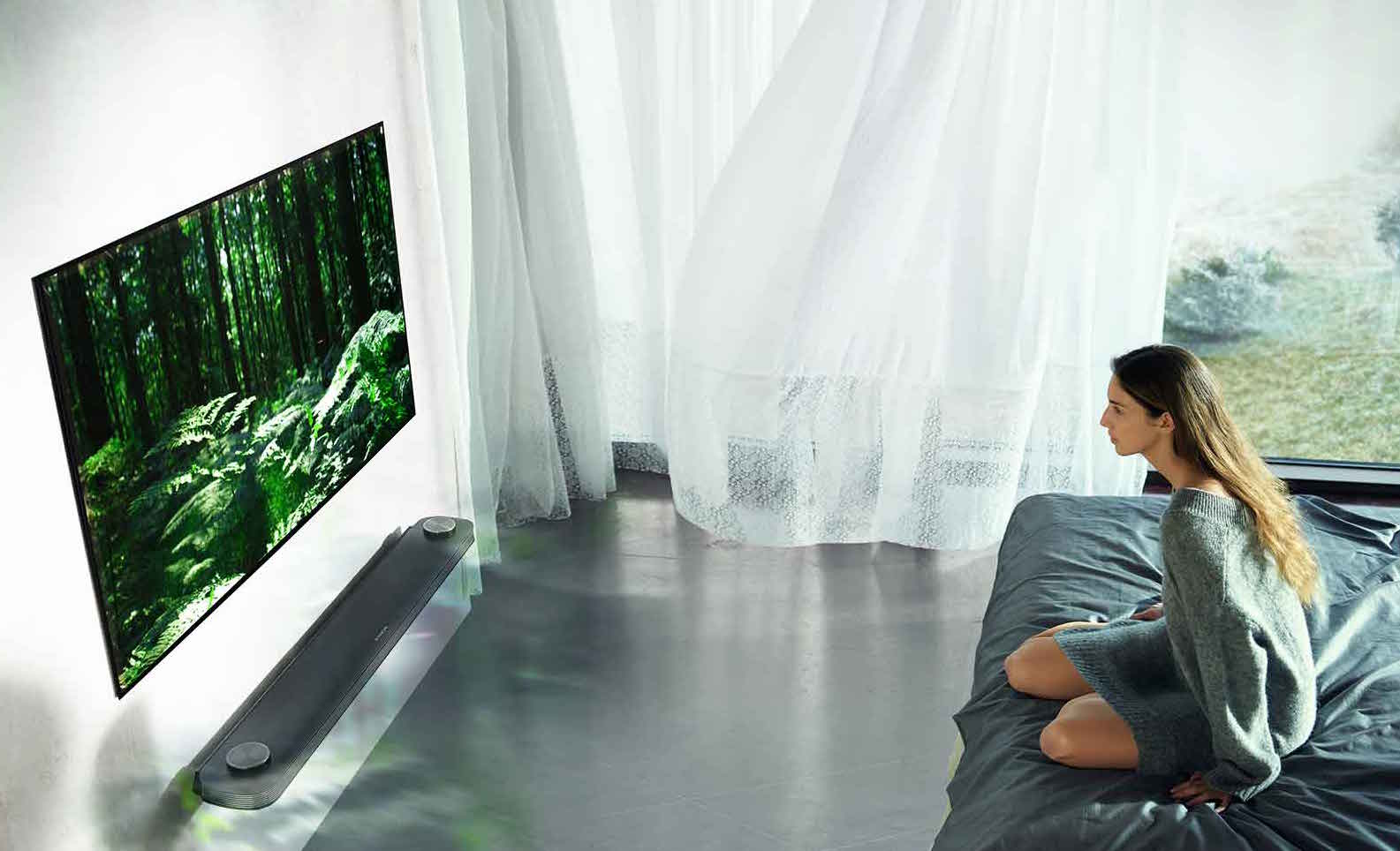 The LG W7 featherweight TV
