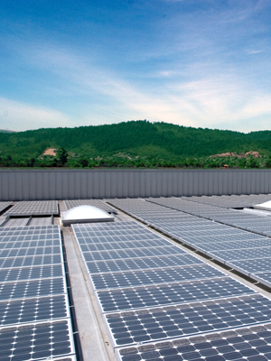 Commercial rooftop solar installation